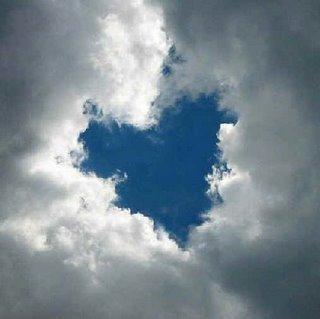 L'amore dirada le nubi e fa sorridere i cuori…